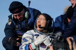 Nữ phi hành gia sống lâu nhất trên trạm vũ trụ trở về trái đất