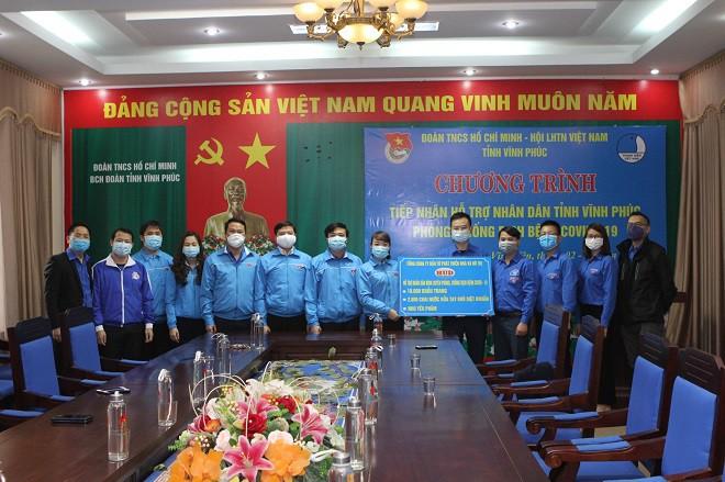 tong cong ty hud trao tang 10000 khau trang va 2800 chai rua tay diet khuan cho tinh vinh phuc