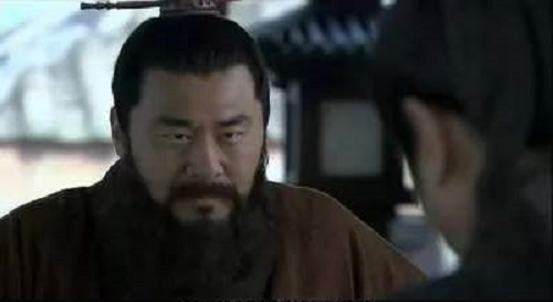 tam quoc du khong phai doi thu nhung vi sao luu bi van khien tao thao phai kieng ne