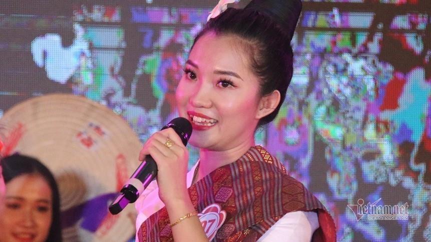Xem sinh viên Lào hát, đọc thơ bằng tiếng Việt như gió
