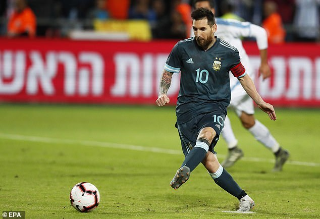 messi lap cong phut 92 argentina thoat thua uruguay
