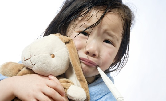 Thời tiết giao mùa là thời điểm trẻ dễ bị mắc bệnh. ảnh: Texas Children's Hospital