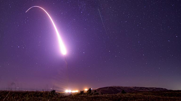 Vụ phóng tên lửa đạn đạo liên lục địa Minuteman III từ căn cứ không quân Vandenberg, California, Mỹ. Ảnh: Global Look Press / US Air Force