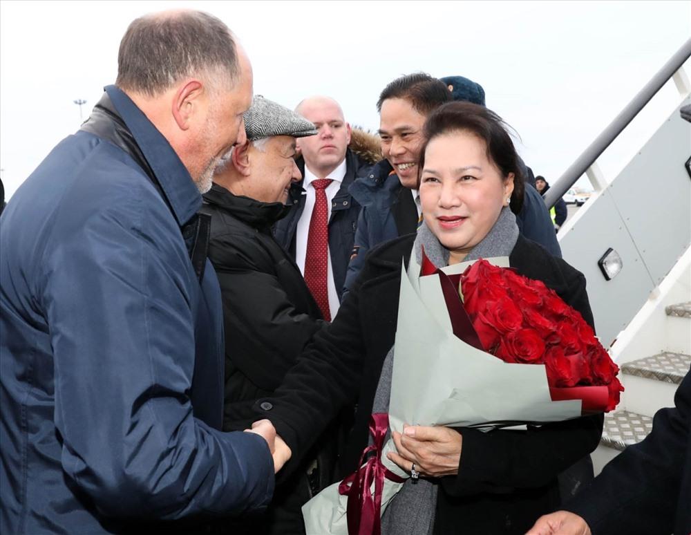 Lễ đón Chủ tịch Quốc hội Nguyễn Thị Kim Ngân tại sân bay quốc gia Kazan thuộc Cộng hòa Tatarstan (LB Nga) ngày 8.12. Ảnh: TTXVN