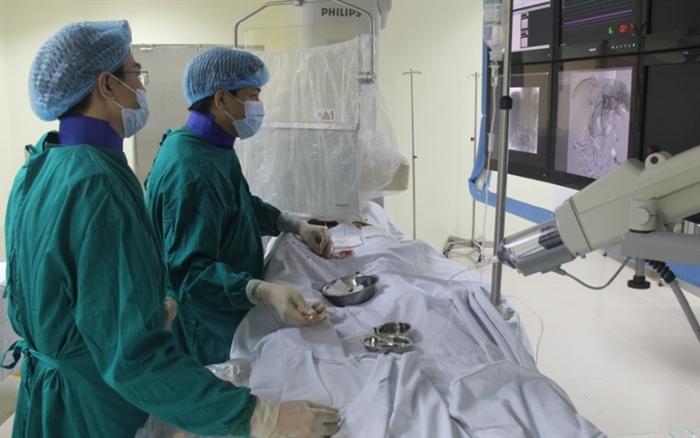 Ứng dụng kỹ thuật điện quang can thiệp hiện đại chữa nhiều bệnh lý.