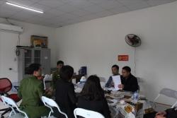 Công an kiểm tra nhà xưởng nghi liên quan vụ đổ trộm chất thải lạ ở Hà Nội