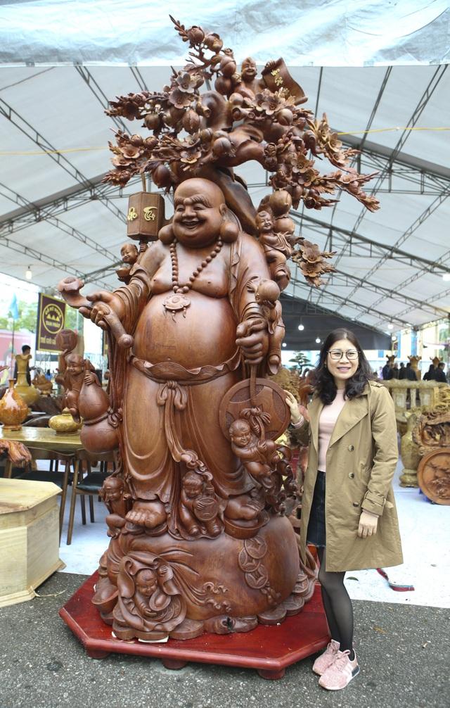 muc so thi buc tuong phat di lac cuu tac nang 2 tan lam bang go huong gia 1 ty dong