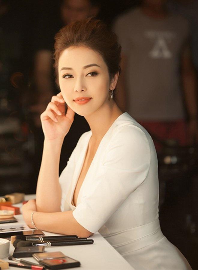 nhan sac sau sinh 1 thang cua jennifer pham gay soc 219116