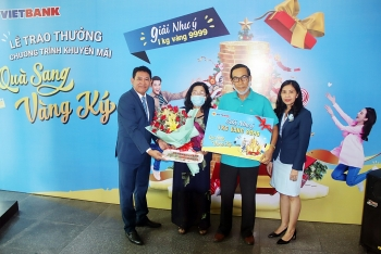"""Vietbank trao giải 1kg vàng cho khách hàng trúng giải đặc biệt """"Quà sang – Vàng ký"""""""