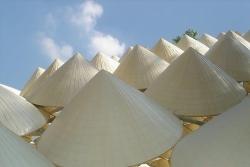 Bất ngờ giá chổi quét nhà, nón lá được bán trên Amazon