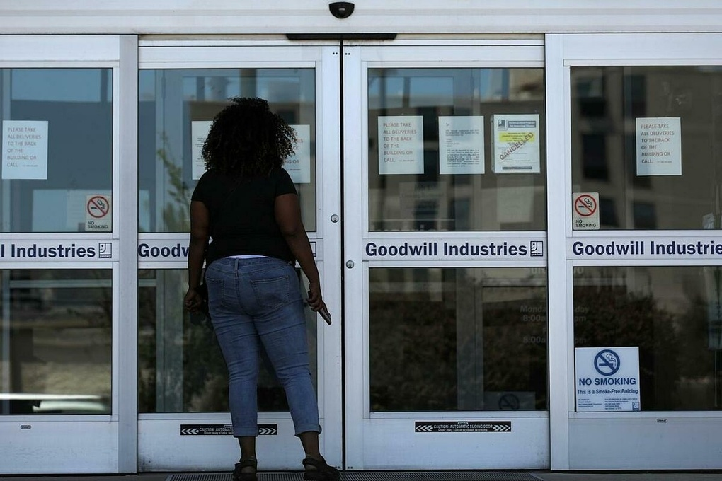 Hơn 26 triệu người Mỹ xin trợ cấp thất nghiệp