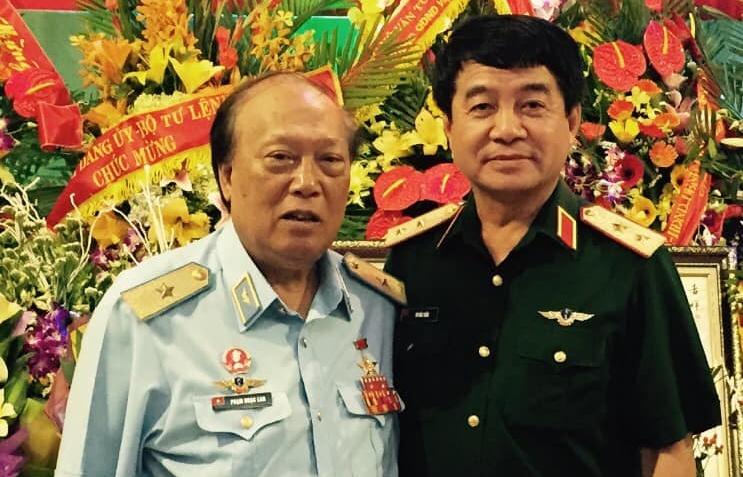 nguoi phi cong dau tien ban roi may bay my qua hoi uc cua thuong tuong phi cong