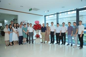 Chủ tịch HĐTV Petrovietnam chúc mừng Công ty CP Truyền thông Thời Mới và Năng lượng Việt