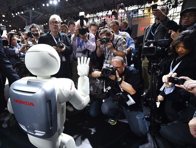 vinh biet asimo chu robot dang yeu nhung vo dung cua honda