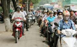 Từ năm 2020, đi trên vỉa hè xe máy bị phạt tới 600 nghìn đồng, còn ô tô được quy định ra sao?