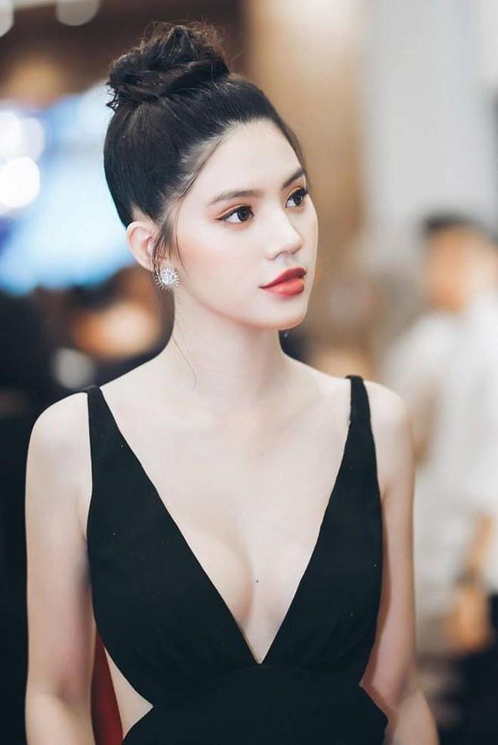jolie nguyen thuong dien do sexy co nao khoe body muot mat