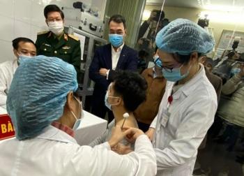 Xem xét đề xuất cấp phép khẩn cấp vaccine COVID-19 đầu tiên 'made in VietNam'