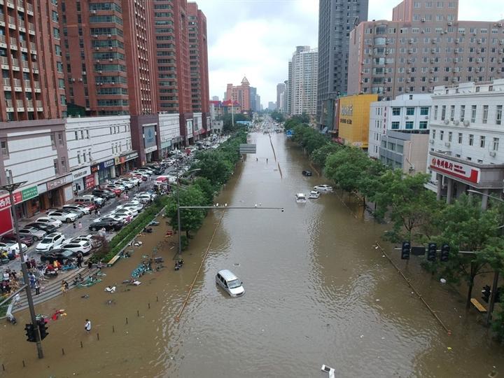 Ảnh: Lũ lụt, nắng nóng kỷ lục tấn công khắp thế giới - 1