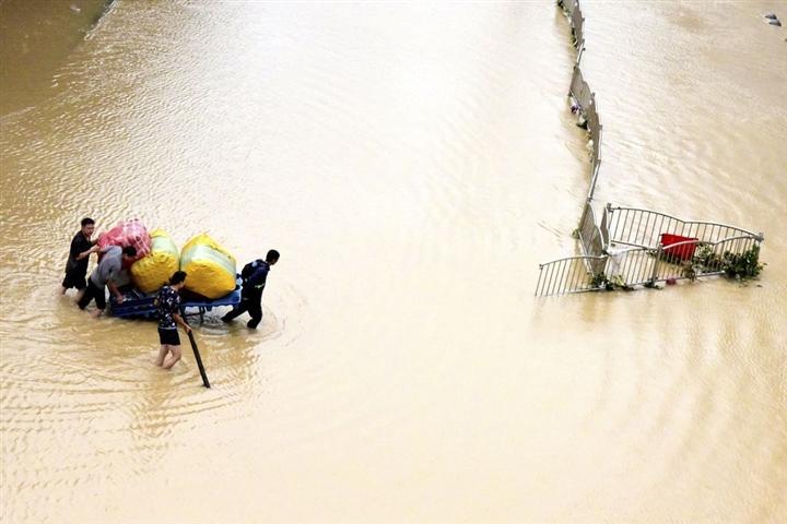 Ảnh: Lũ lụt, nắng nóng kỷ lục tấn công khắp thế giới - 2