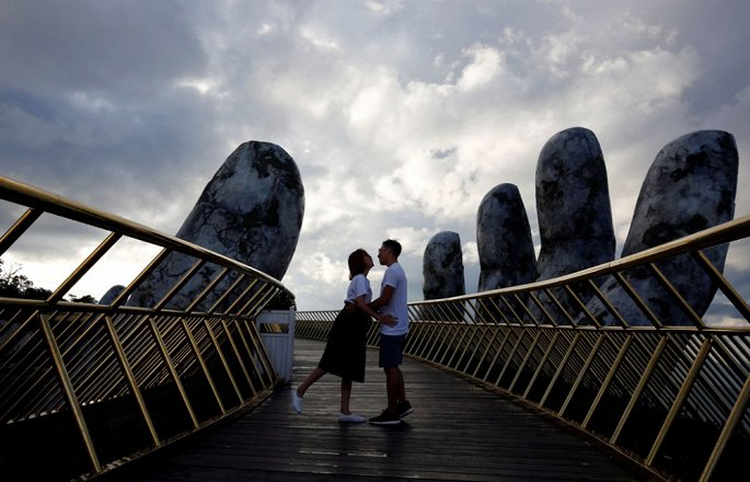 golden bridge sun world ba na hills da lam mua lam gio du lich quoc te nhu the nao