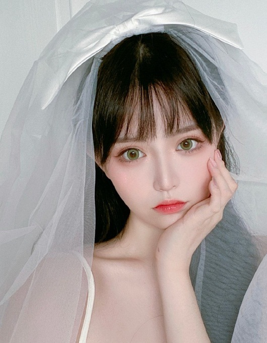 Hotgirl Trung Quốc triệu follow xinh như búp bê bất cẩn lộ nhan sắc thật khiến dân tình vỡ mộng - Ảnh 2