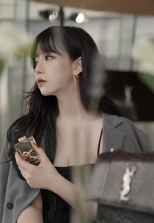 Hotgirl Trung Quốc triệu follow xinh như búp bê bất cẩn lộ nhan sắc thật khiến dân tình vỡ mộng - Ảnh 3