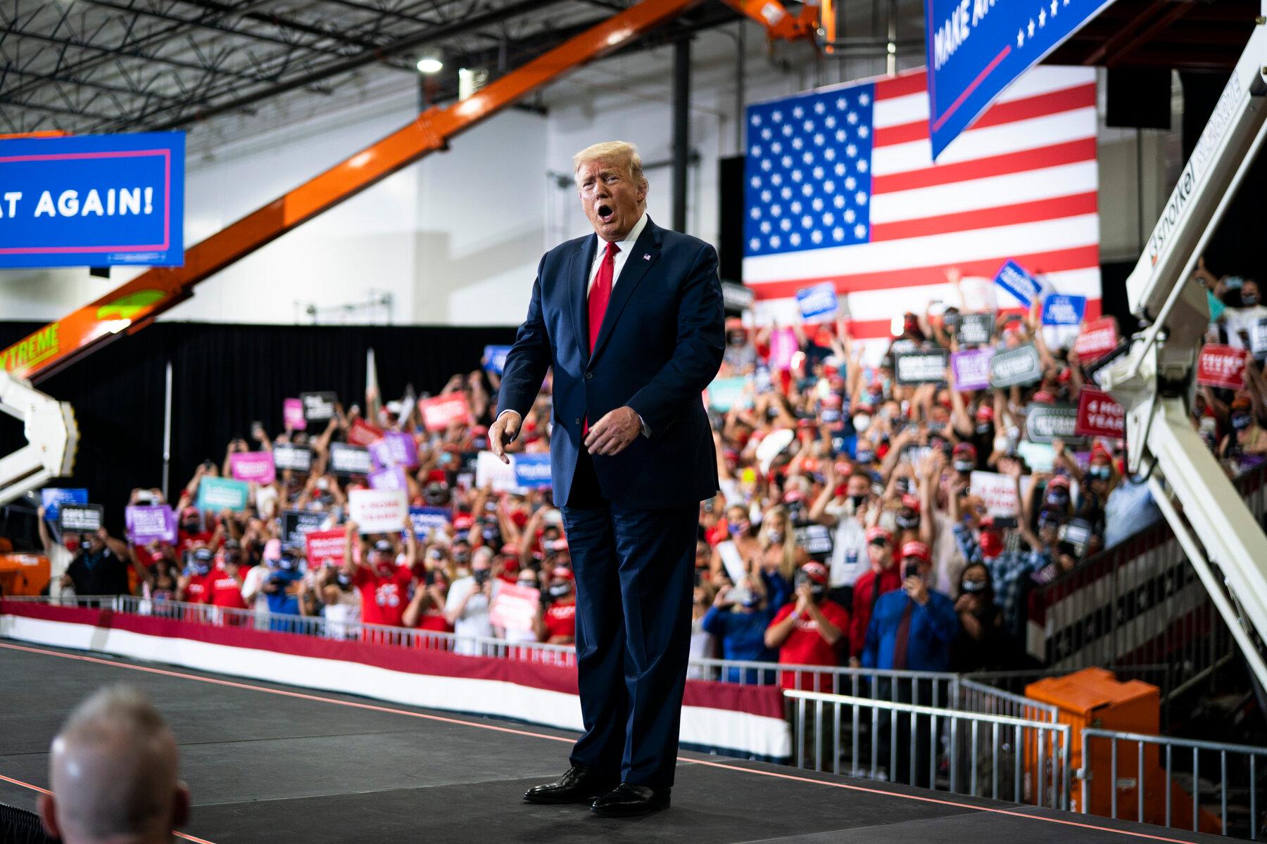 Người ủng hộ ông Donald Trump đòi 'nhốt' cựu Tổng thống Barack Obama - Ảnh 1