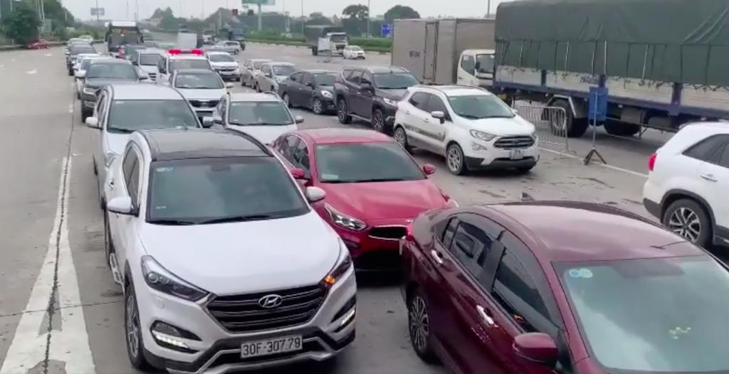 Chuyển trạng thái, hàng nghìn lao động trở lại Hà Nội