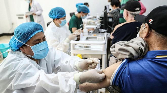 """Đông Nam Á: Tăng tốc tiêm vaccine, bỏ lại chính sách """"Zero-Covid"""", sống chung với đại dịch ảnh 1"""
