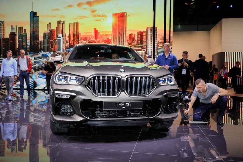 can canh bmw x6 m50i 2020 gia khoang 2 ty dong