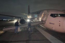 gay cang banh truoc boeing 737 ha canh bang mui o san bay odessa ukraine