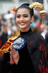 truong thi may dep hut hon tren tham do cannes