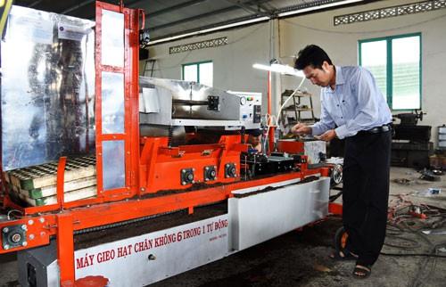 Nhà nông lớp 8 chế tạo máy móc