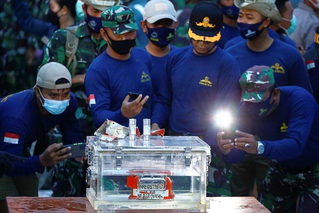 """Máy bay Indonesia gặp nạn từng """"đắp chiếu"""" 9 tháng"""