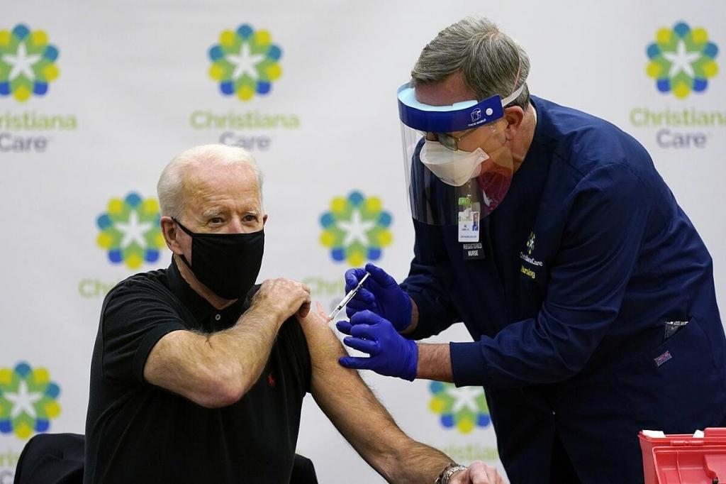 fauci tin biden se hoan thanh cam ket vaccine