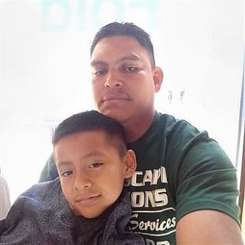 Bé 9 tuổi cầu xin Biden giúp bố không bị trục xuất