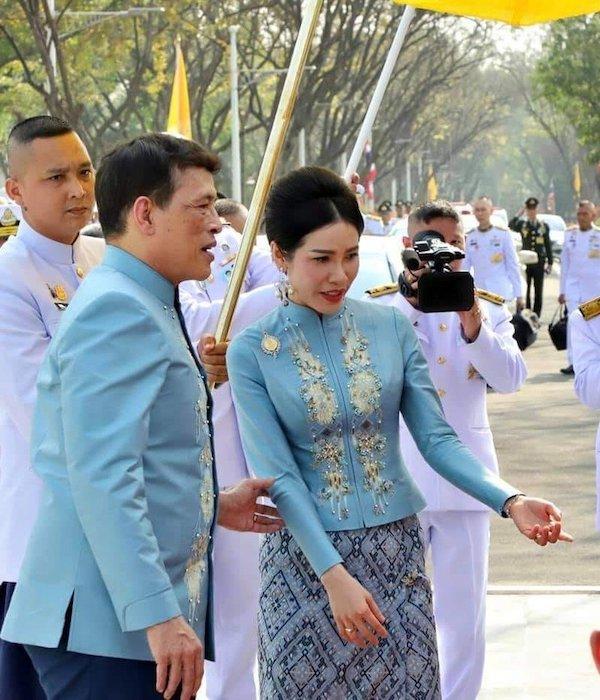 Sự vắng bóng lạ kỳ của Hoàng hậu Thái Lan giữa lúc Hoàng quý phi được phong hậu - Ảnh 2