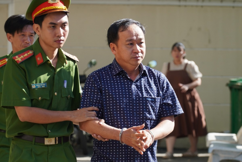 Thêm 5 cán bộ ở Phan Thiết bị khởi tố