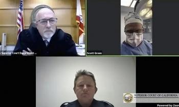 Bác sĩ hầu tòa trực tuyến trong lúc phẫu thuật cho bệnh nhân