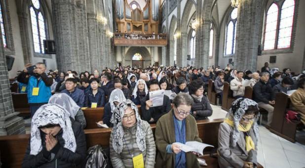 Hàn Quốc đóng cửa các nhà thờ để ngăn chặn lây lan của dịch Covid-19
