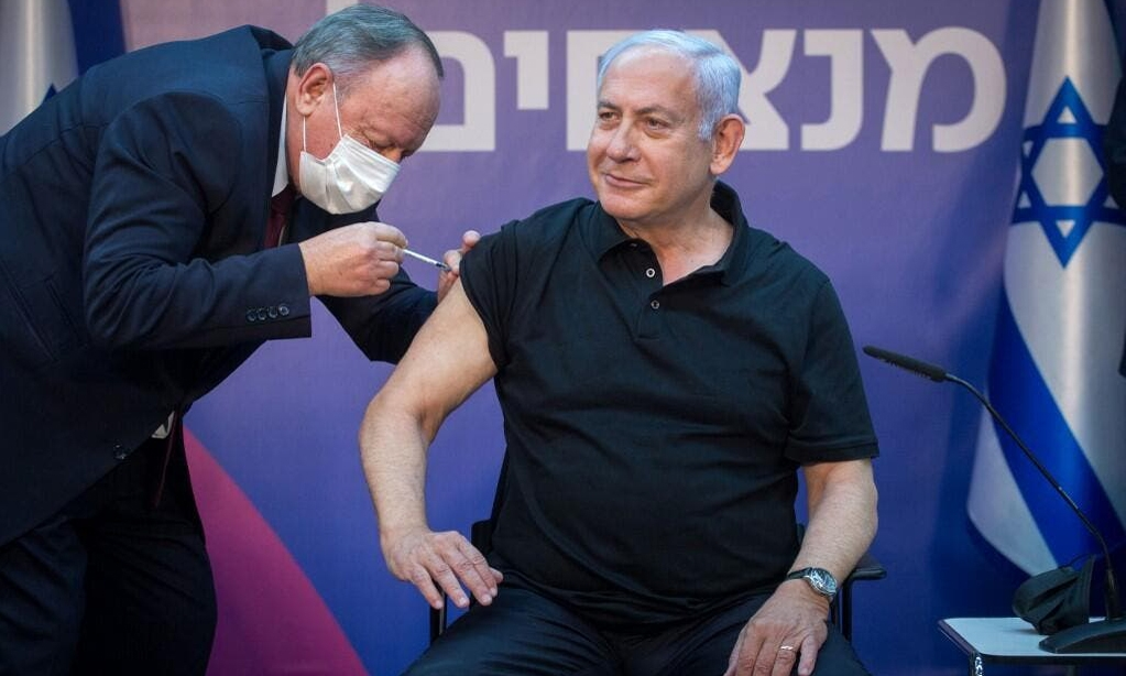 """Thủ tướng Israel """"nhắm hai đích"""" bằng chiến dịch tiêm chủng"""
