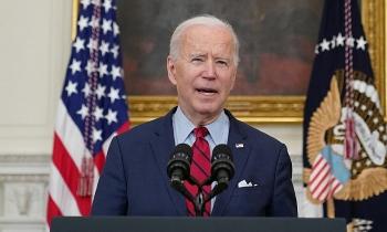 Biden xem xét ban sắc lệnh kiểm soát súng đạn