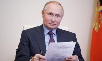 Gần 125 triệu ca Covid-19 toàn cầu, Nga không công bố vaccine Putin đã tiêm