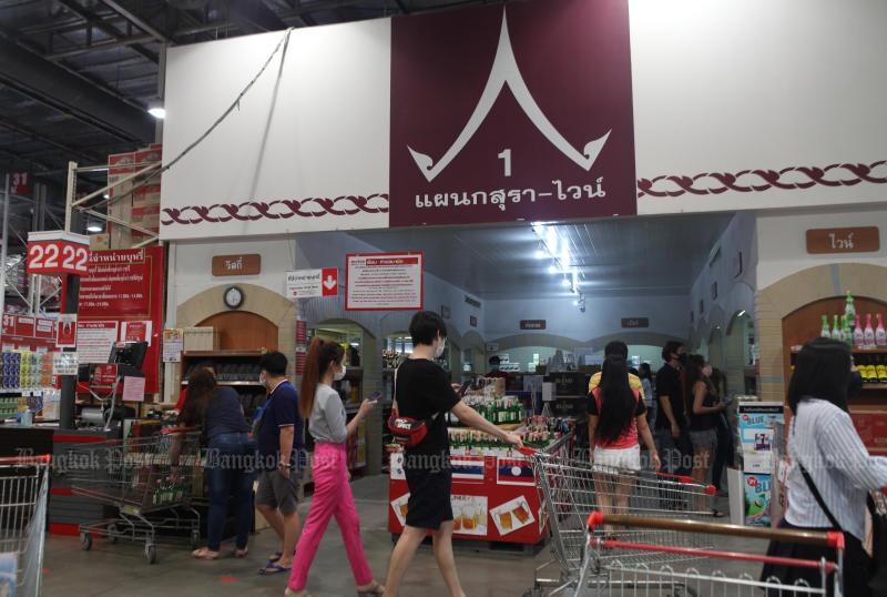 bangkok cam ban bia ruou de ngan chan lay lan covid 19