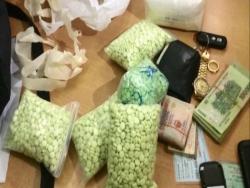 16 banh heroin giau trong lop xe tai