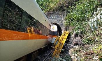Tàu Đài Loan chạy 130 km/h khi đâm xe tải
