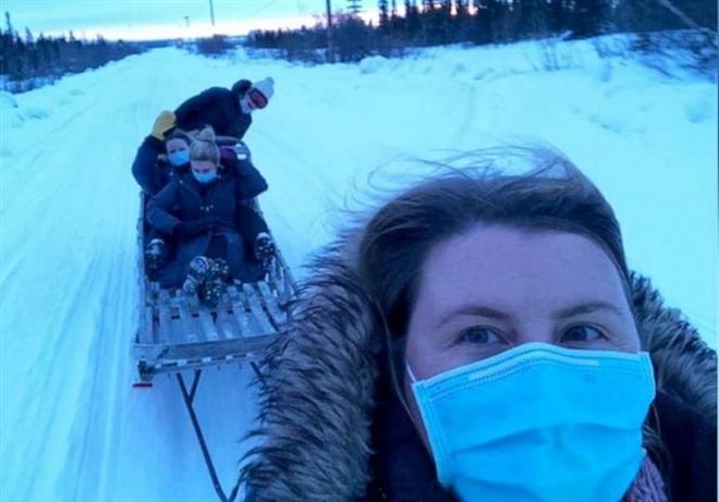 Gian nan vận chuyển vaccine COVID-19 bằng voi, lạc đà, xe trượt tuyết