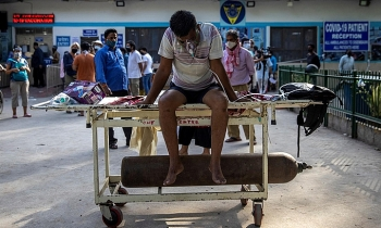 Bệnh nhân Covid-19 Ấn Độ nối tiếp nhau chết do cạn kiệt oxy