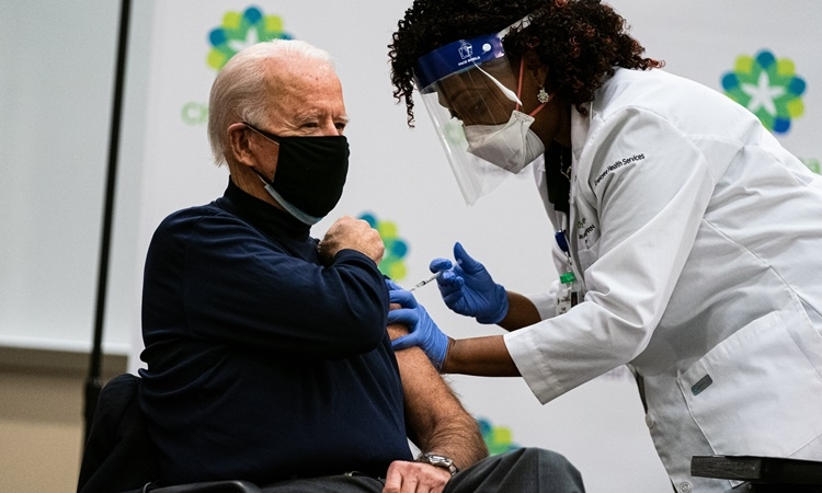 Chiến lược tiêm chủng giúp Mỹ thoát thảm kịch Covid-19