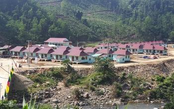 Người dân Trà Leng chuyển về làng mới